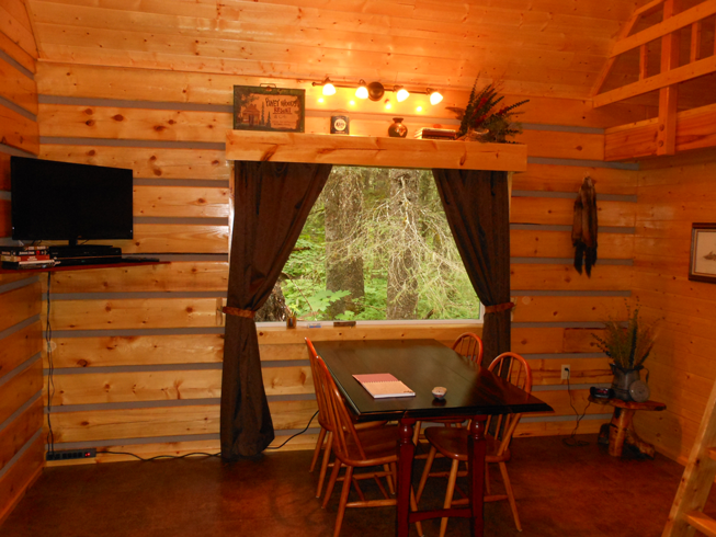 Bear Creek Cabin One Dining Area